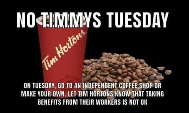 Rebelión en Tim Hortons por los recortes tras el incremento del salario mínimo