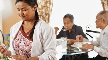 Aproveche el proceso interino para los 'caregivers' que llegaron bajo el programa anterior